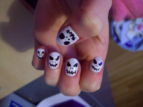 28_Jack Skellington Nails