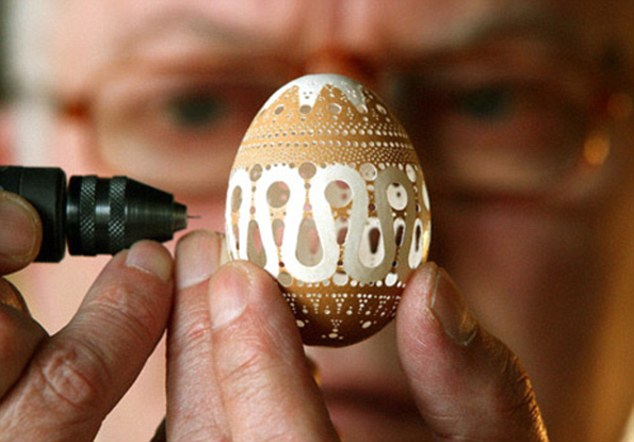 Amazing Intricate Eggshell Art by Franc Grom