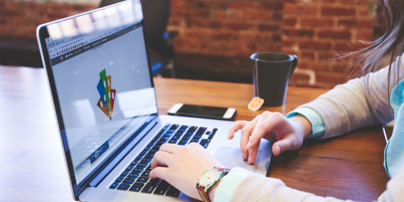 Understanding The Perks Of Using A Logo Builder For Your Company Website